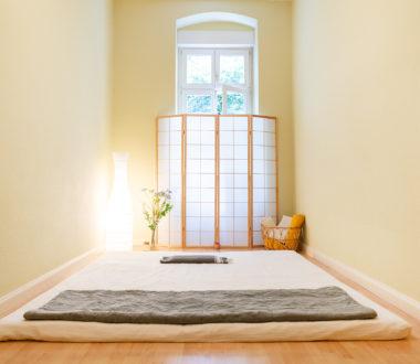 Blick in das Shiatsu-Zimmer mit Matte